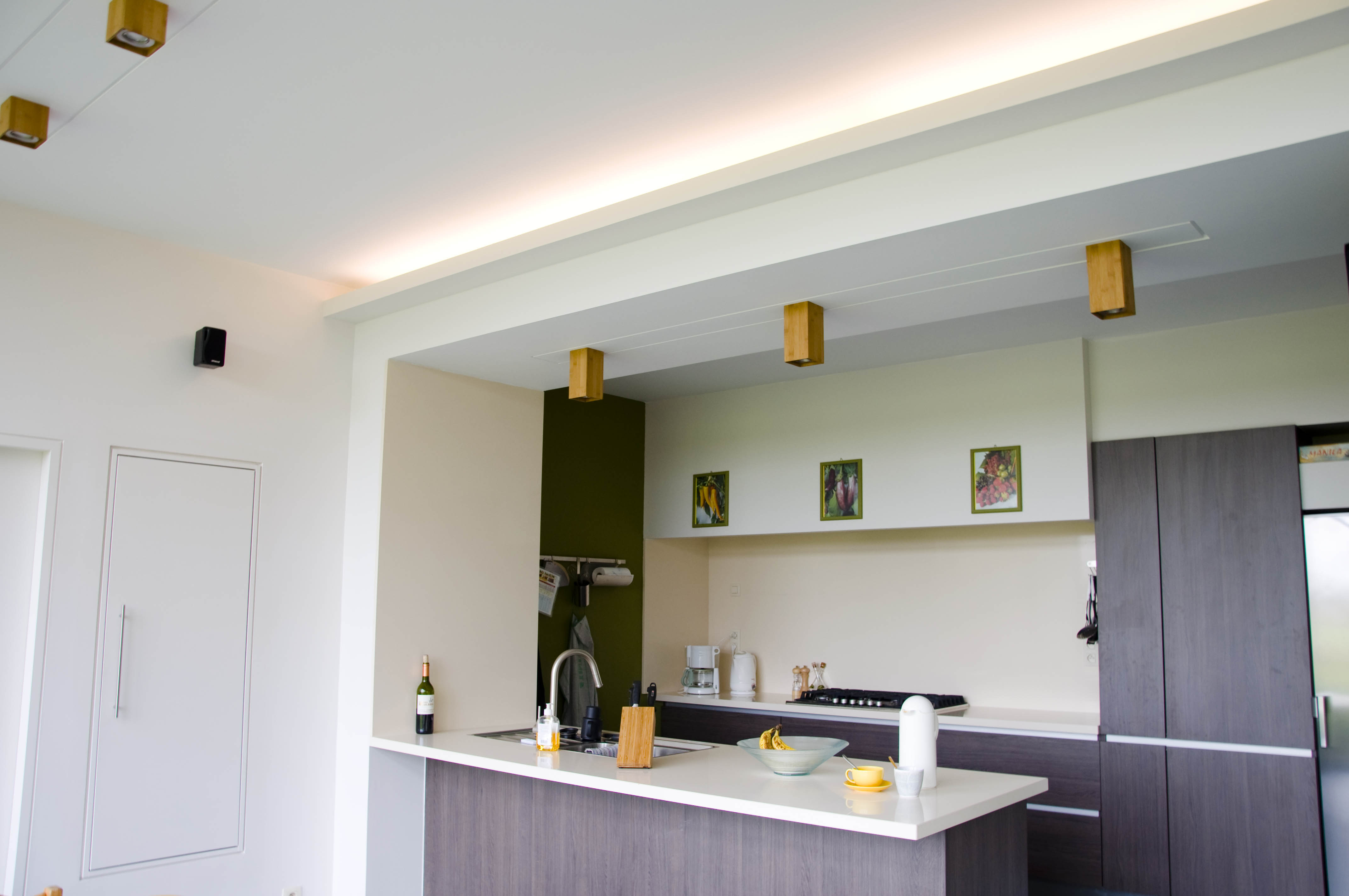 Verlichting keuken plafond for Plafond sierlijst