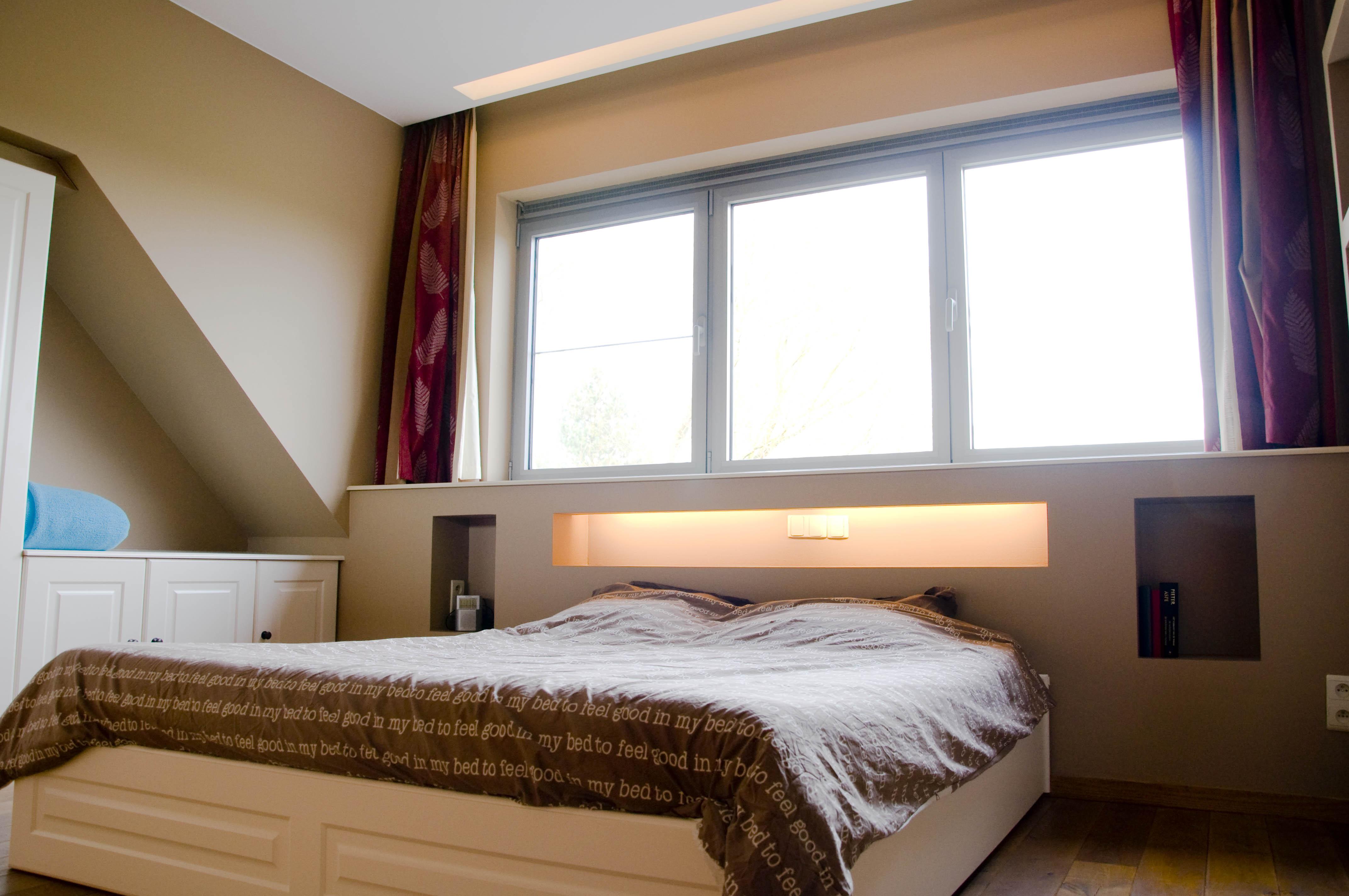 Lamp Slaapkamer Nachtkastje : Artigyp slaapkamer in privé woning duffel